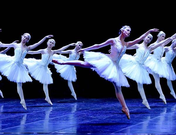 俄罗斯国家芭蕾舞剧院-阿斯特拉罕芭蕾舞团2020年新版芭蕾《天鹅湖》